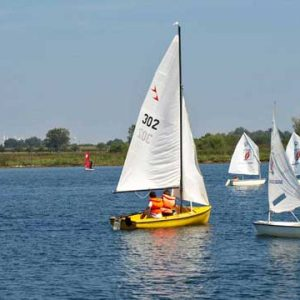 Jollen- und Opti-Kurse bei Wassersport Charchulla.